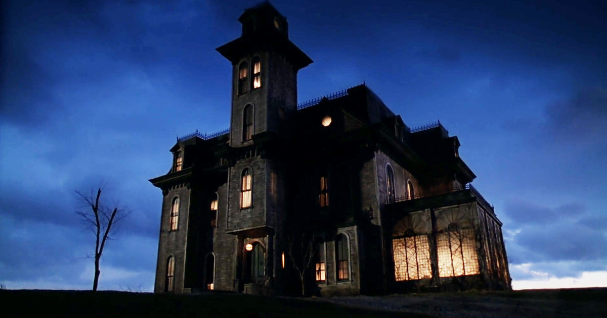 31 Nights of Halloween - 15 Reasons You Should Stay At The Addams Family Mansion - 1015