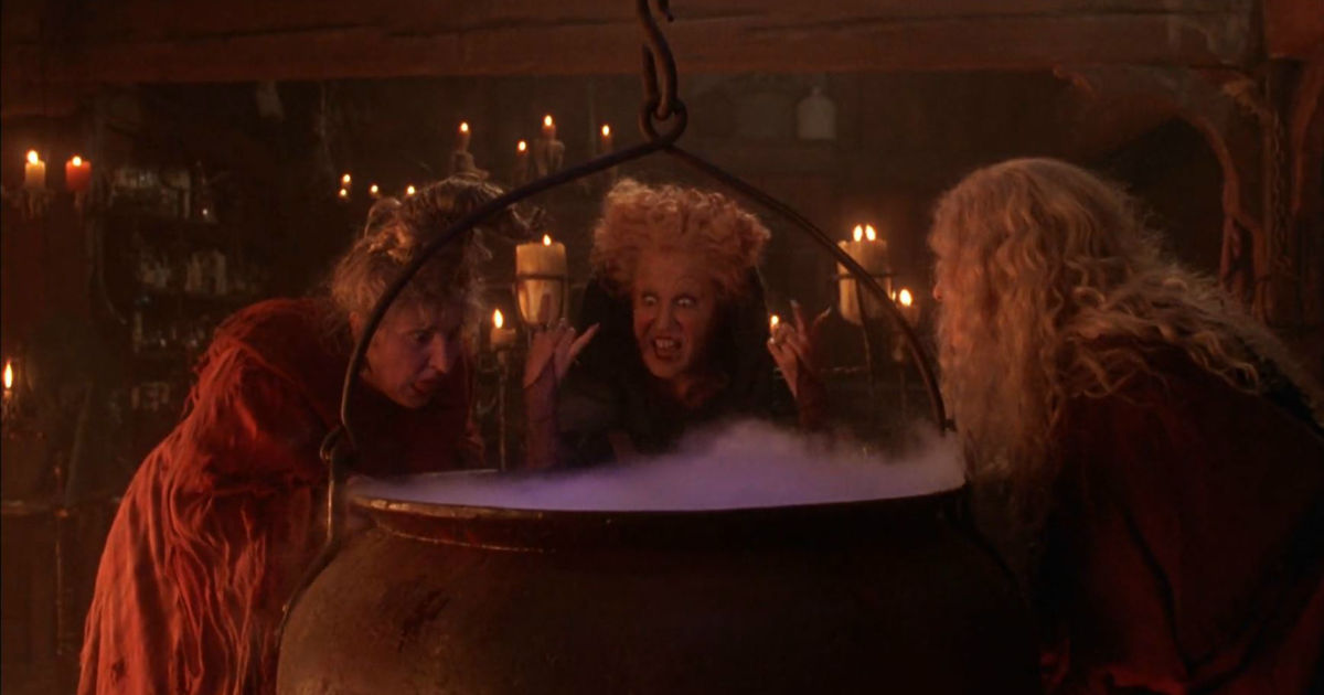 31 Nights of Halloween - The Cast Of Pretty Little Liars Spill Their Favorite Hocus Pocus Memories! - 1003