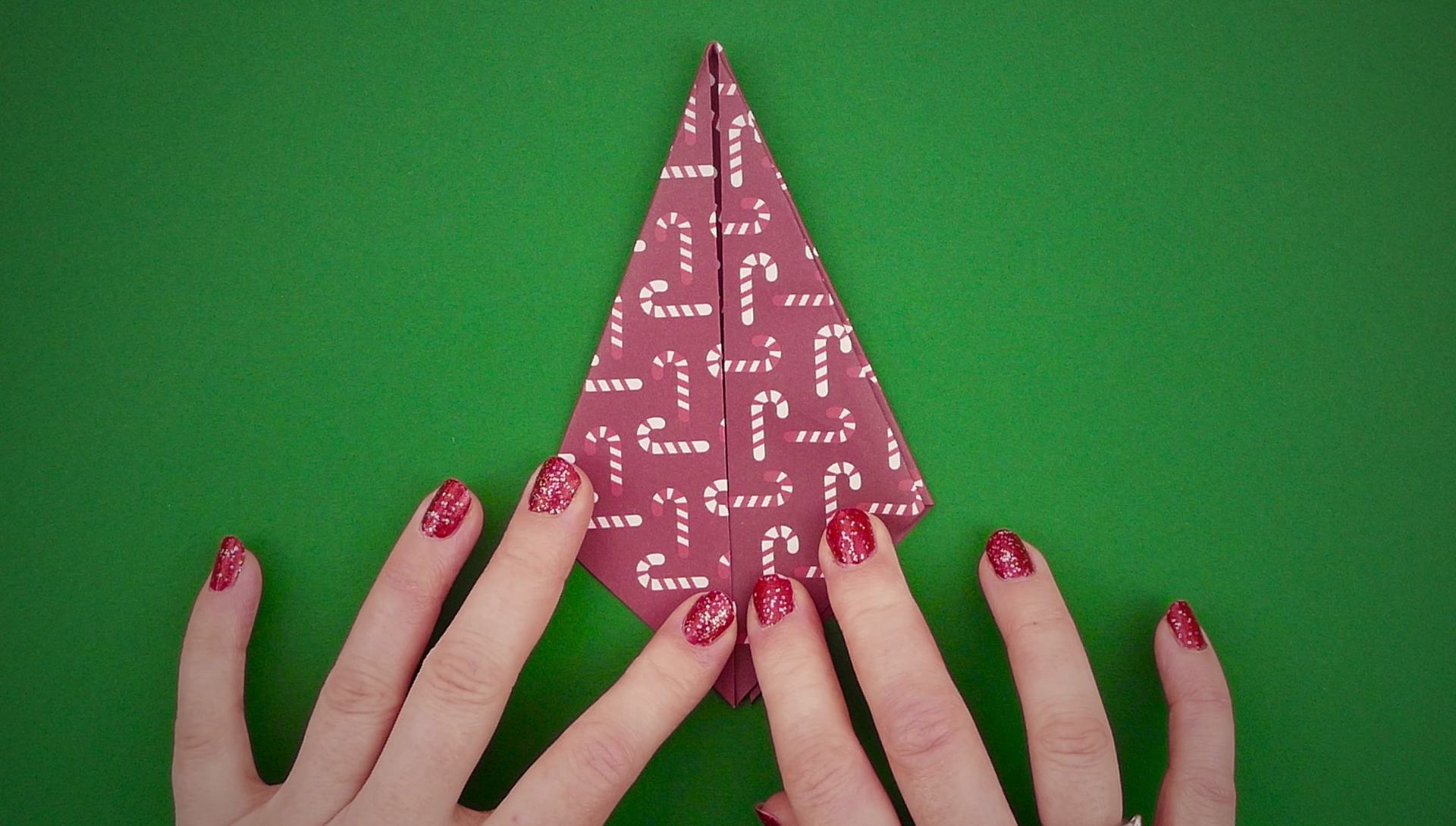 25 Days of Christmas - Have A Totally Unique Christmas With These DIY Tree Decorations - 1012