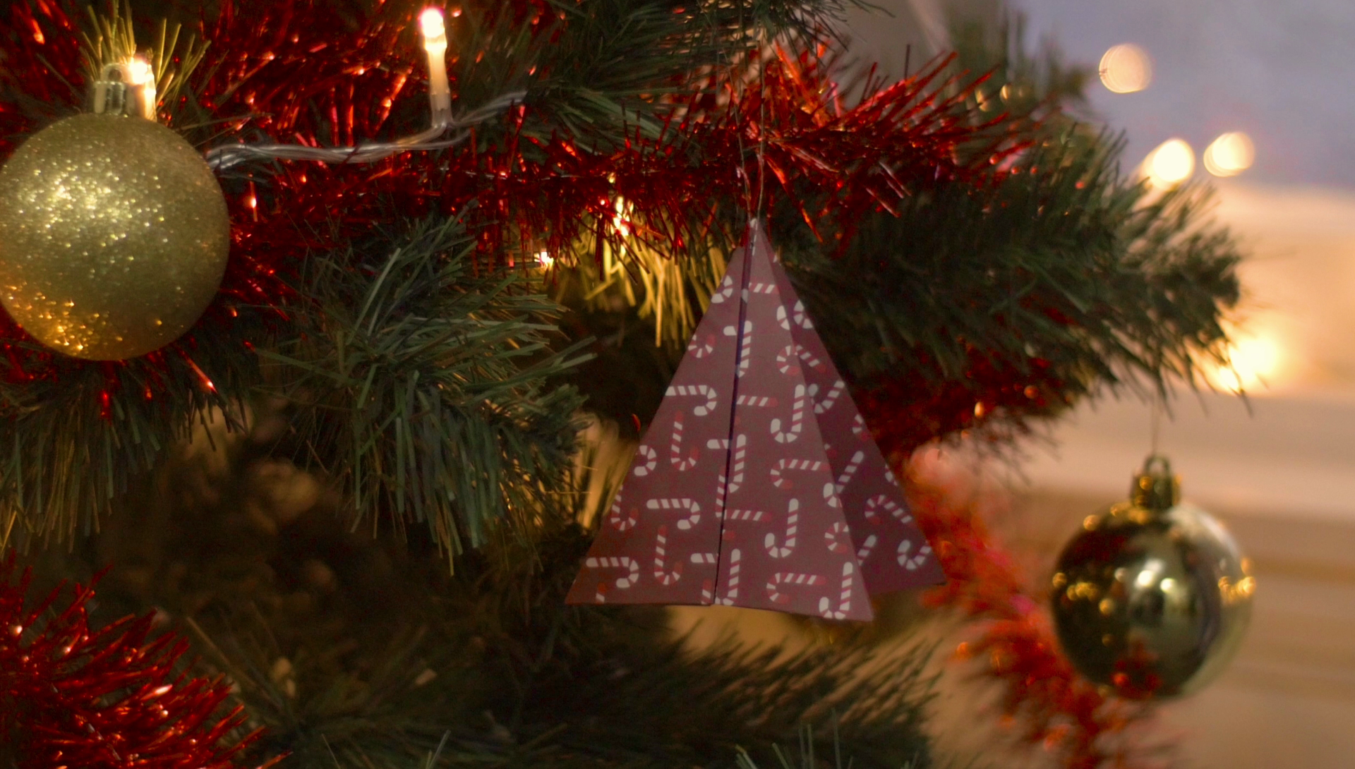 25 Days of Christmas - Have A Totally Unique Christmas With These DIY Tree Decorations - 1016