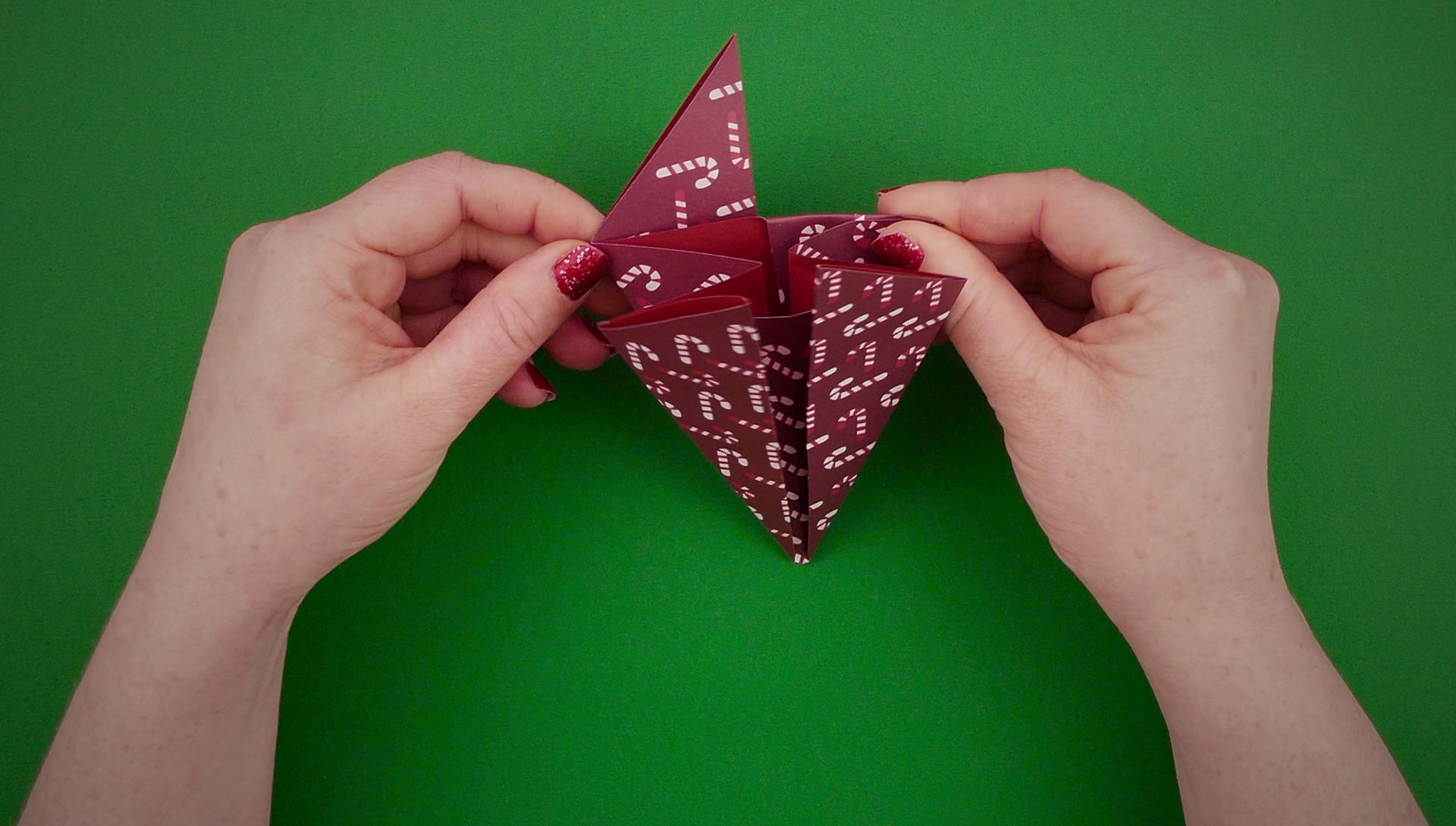 25 Days of Christmas - Have A Totally Unique Christmas With These DIY Tree Decorations - 1013