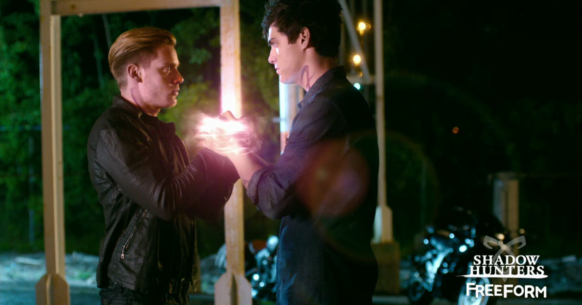 Shadowhunters - The Parabatai Bond Is Threatened In This Exclusive New Shadowhunters Trailer! - 1002