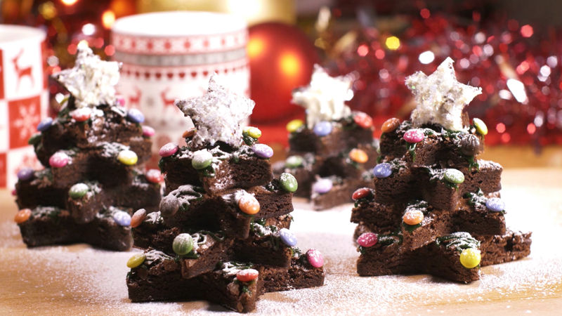 25 Days of Christmas - These Christmas Tree Brownies Will Be The Star Of Your Holiday Party - Thumb