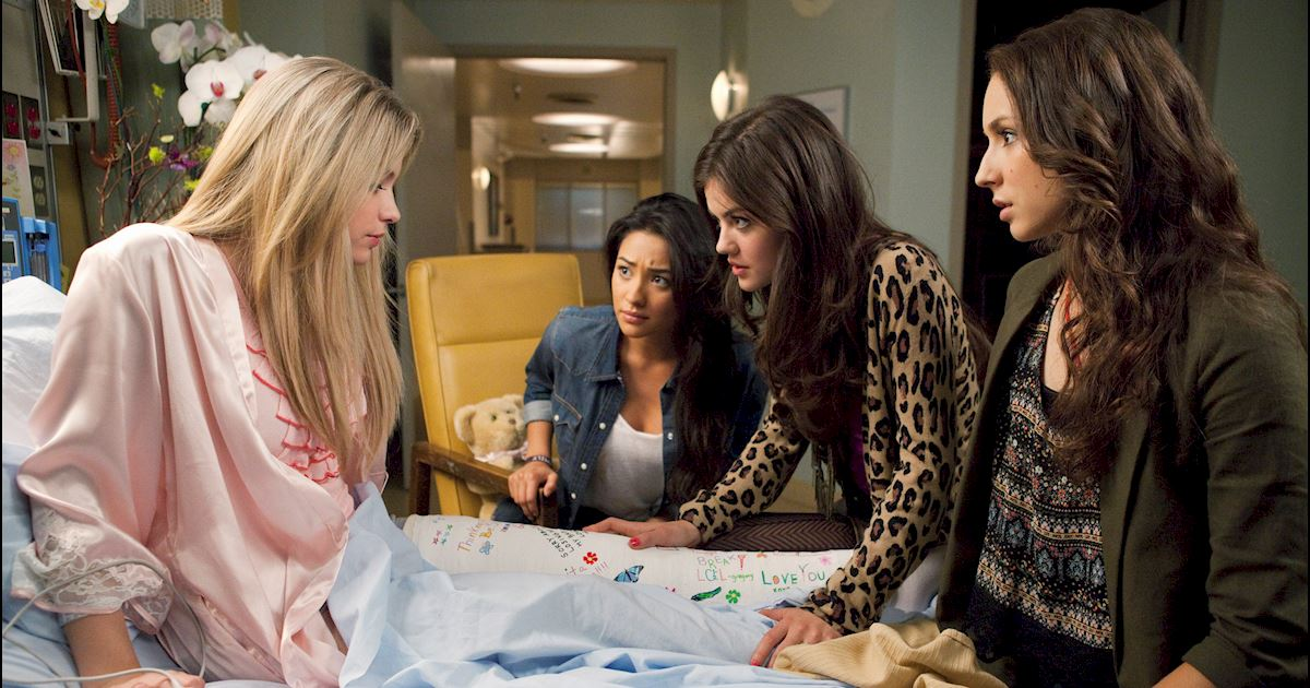 Pretty Little Liars - 20 Times Life In Rosewood Wasn't Entirely Terrifying - 1003