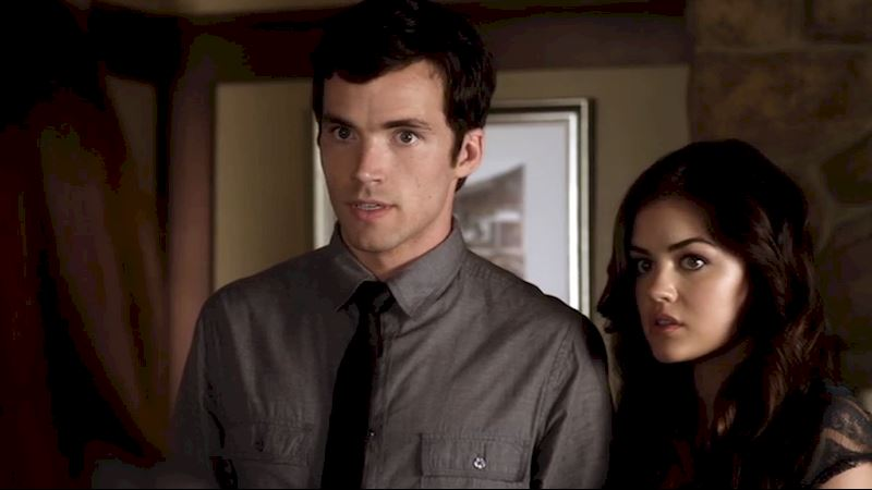 Pretty Little Liars - 12 Reasons Why Ezria Made Us Terrified Of Meeting The Parents - Thumb