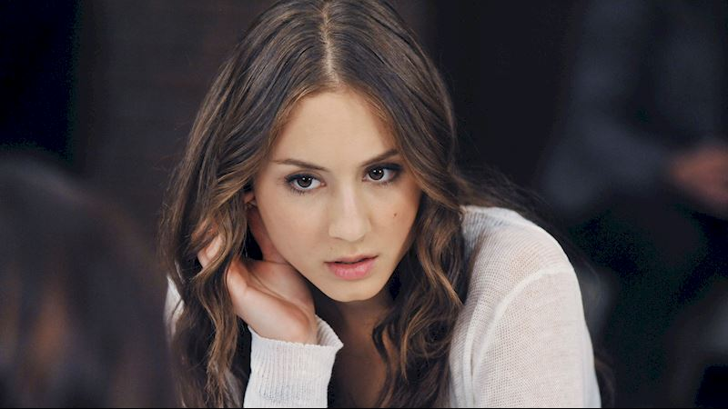 Pretty Little Liars - 23 Times Spencer Couldn't Catch A Break In Season Two! - Thumb