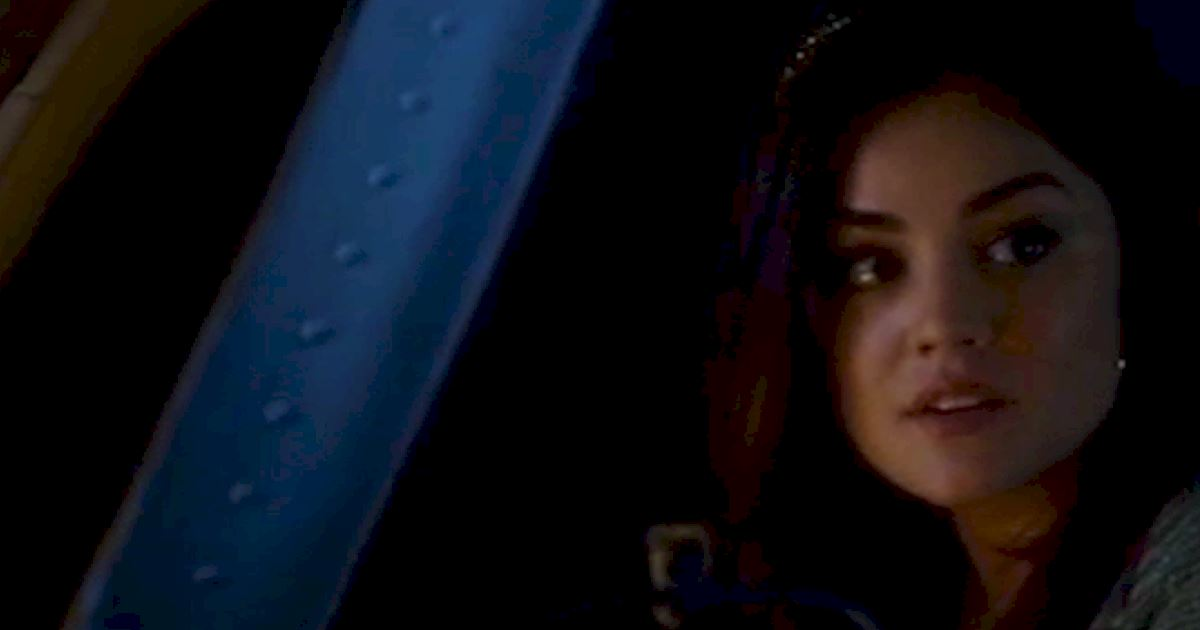 Pretty Little Liars - 14 Times We Wondered What The Hell Aria Was Doing In Season 2! - 1015