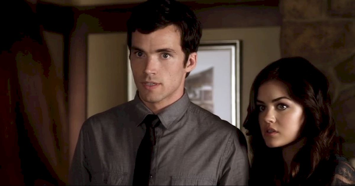 Pretty Little Liars - 14 Times We Wondered What The Hell Aria Was Doing In Season 2! - 1010