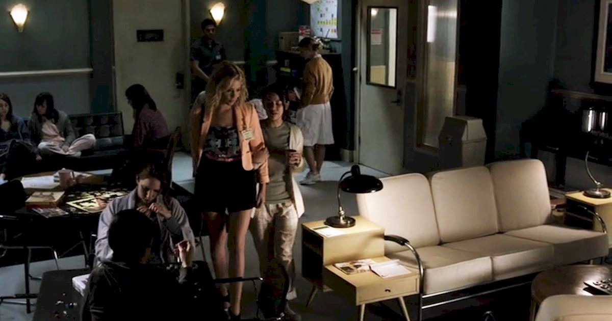 Pretty Little Liars - 12 Life Skills Mona Honed During Her Hiatus From Rosewood High! - 1006