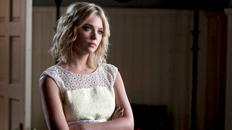 Pretty Little Liars - 10 Reasons We Want Hanna To Write Our Online Dating Profile - Thumb