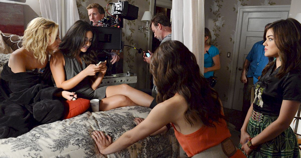 Pretty Little Liars - Visit Your Favorite Liars On Set With These BTS Photos! - 1001