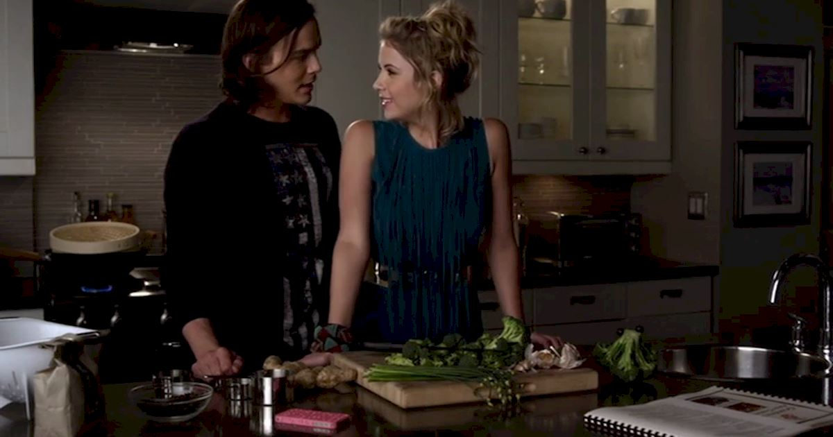 Pretty Little Liars - Hanna's Choice: The Caleb Vs Mona Season 3 Showdown - 1002