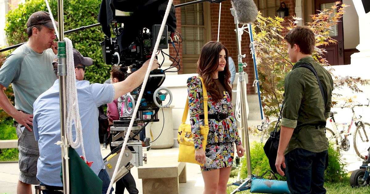 Pretty Little Liars - Want To Go Behind The Scenes Of PLL Season 4?  - 1006