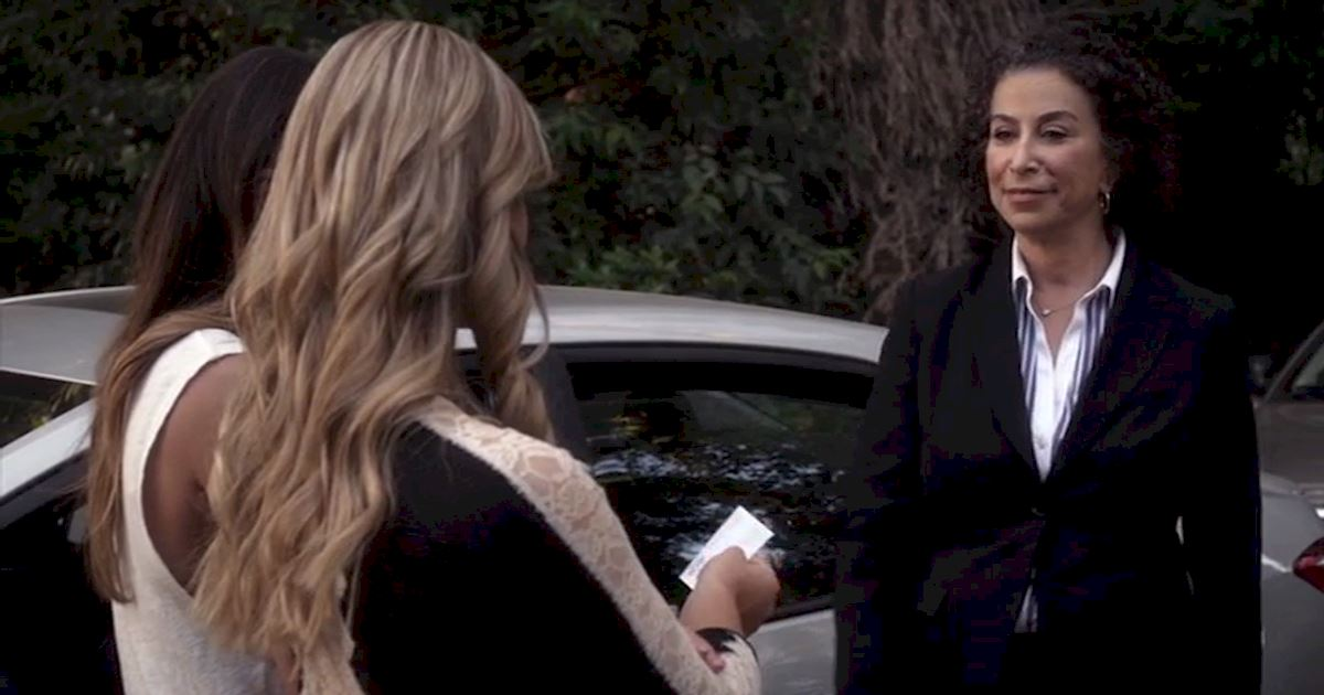 Pretty Little Liars - 13 Times Linda Tanner Was An Absolute Boss In Season 5! - 1002