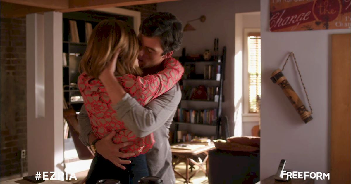 Pretty Little Liars - Missing Ezria? Check Out This Heart-Wrenching Video!  - 1007