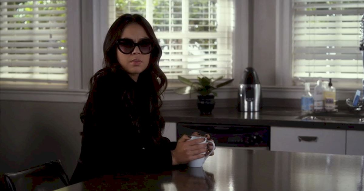 Pretty Little Liars - 13 Times We Couldn't Decide If We Loved Or Hated Mona - 1002