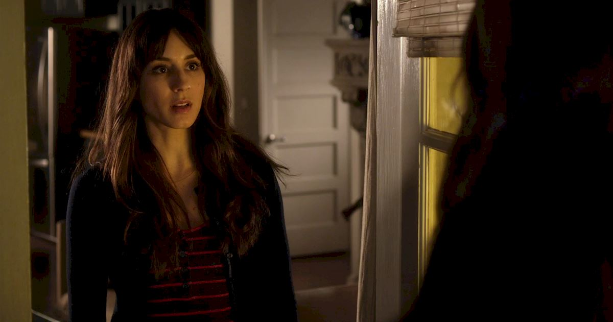 Pretty Little Liars - Spencer Gets An Unexpected Visitor In This Season 7 Premiere Sneak Peek! - 1002