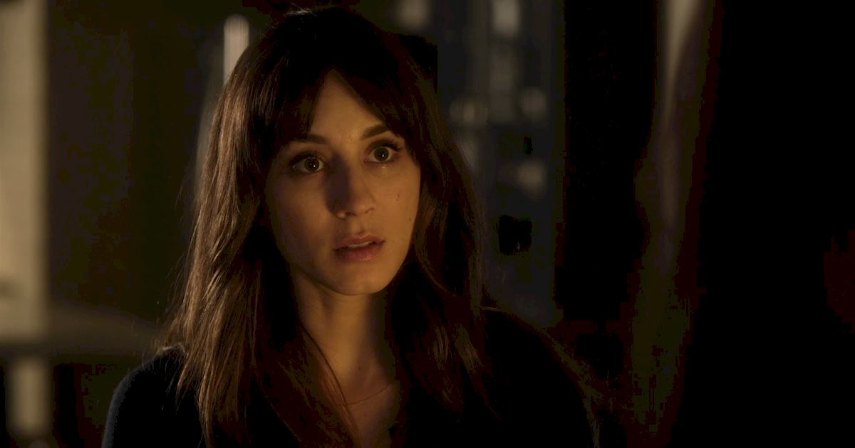 Pretty Little Liars - Spencer Gets An Unexpected Visitor In This Season 7 Premiere Sneak Peek! - 1003