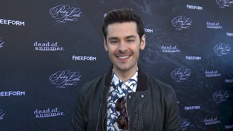 Pretty Little Liars - Watch As Brendan Robinson Gets The Inside Scoop From Our Favorite Freeform Stars! - Thumb