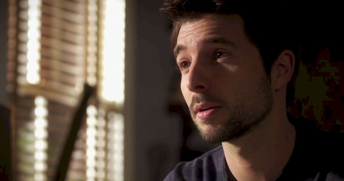 Pretty Little Liars - Episode 2 Sneak Peek: The Ultimate Ezra And Liam Showdown! - 1005