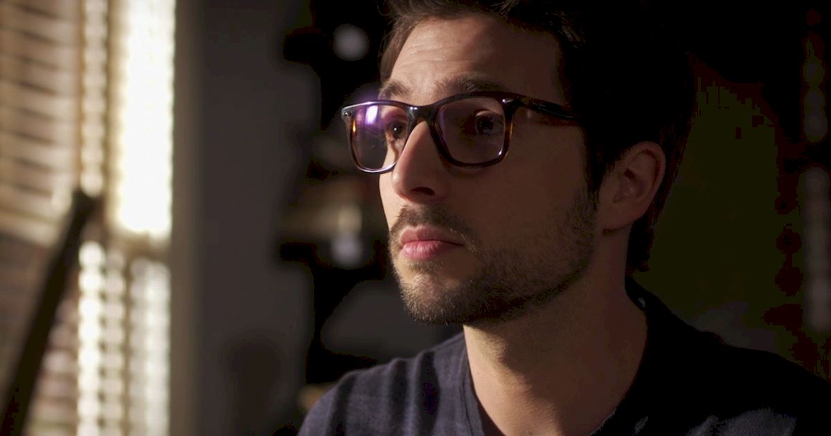 Pretty Little Liars - Episode 2 Sneak Peek: The Ultimate Ezra And Liam Showdown! - 1003