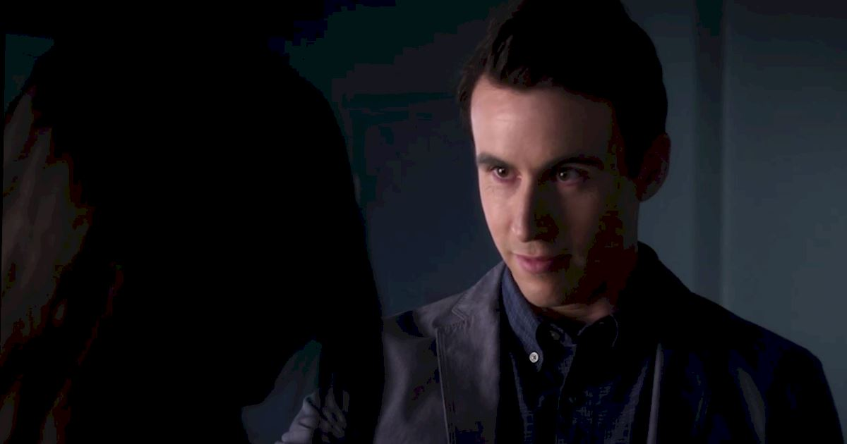 Pretty Little Liars - Exclusive Episode 2 Sneak Peek! Elliott Is Trying To Keep Emily Away From Alison! - 1005