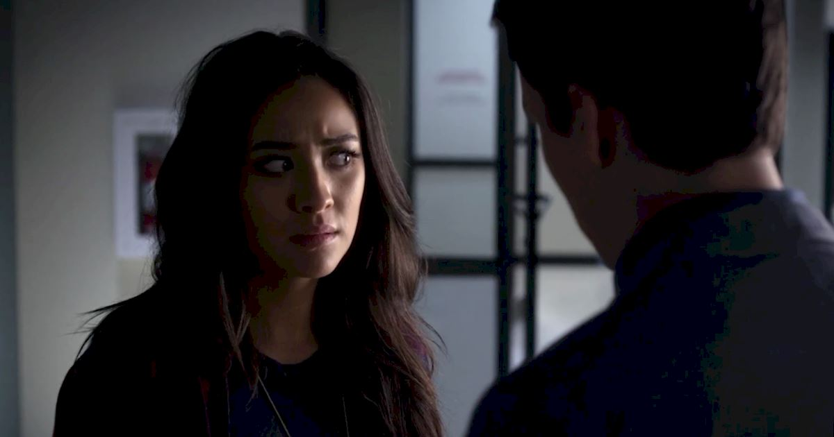 Pretty Little Liars - Exclusive Episode 2 Sneak Peek! Elliott Is Trying To Keep Emily Away From Alison! - 1004