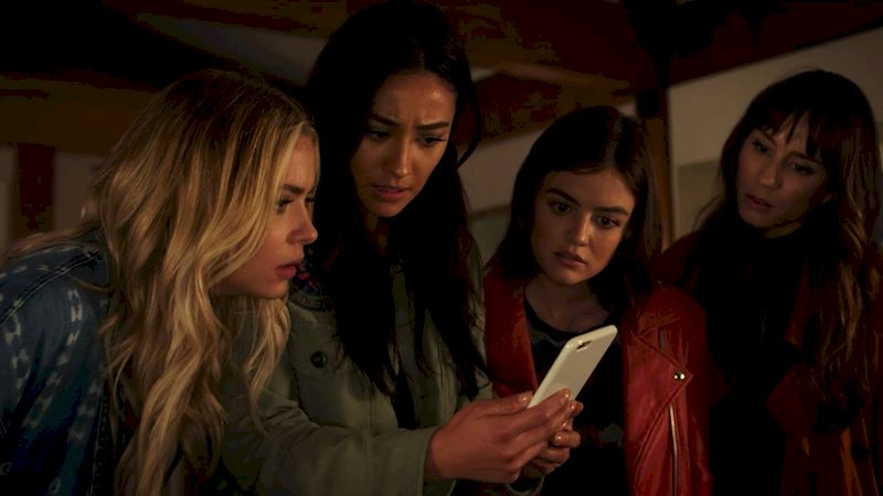 Pretty Little Liars - 25 Shocking Things We Learned From Episode 3 Of PLL! - Thumb