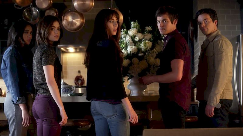 Pretty Little Liars - Do You Remember Every Word Of Episode 2? Test Your Knowledge With This Official Quiz! - Thumb