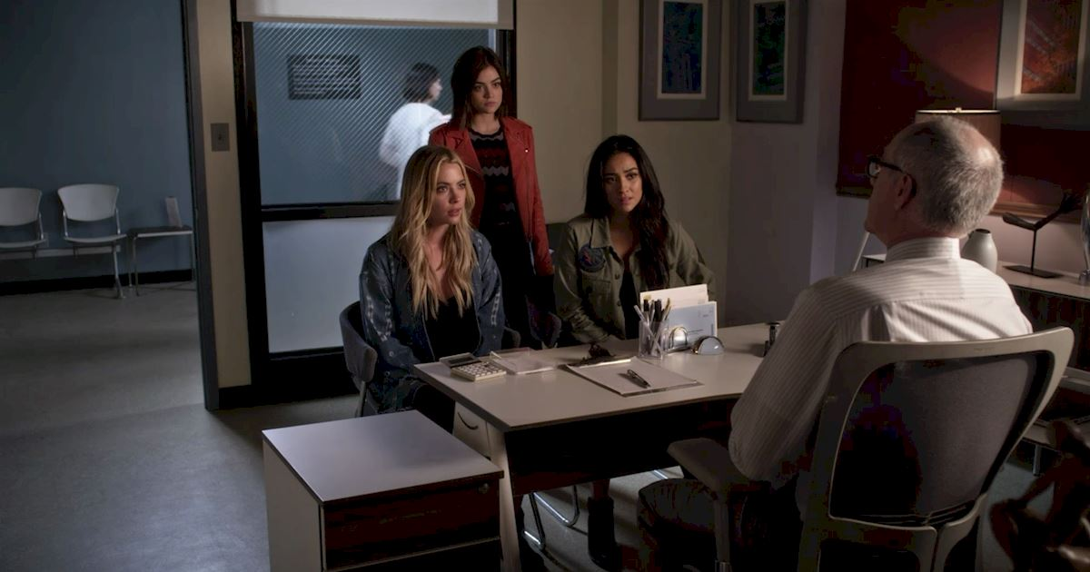 Pretty Little Liars - Your Official Recap for Season 7 Episode 3: The Talented Mr. Rollins - 1003