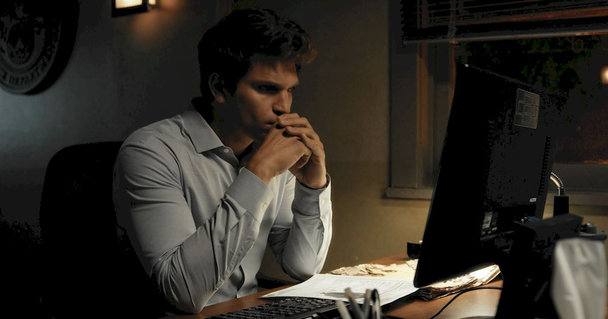 Pretty Little Liars - Are Toby And Yvonne Already On The Rocks In This Exclusive Sneak Peek?! - 1007