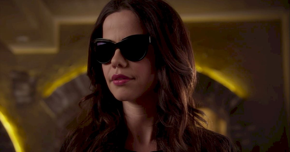 Pretty Little Liars - 16 Things You Might Have Missed In Episode 4!  - 1012