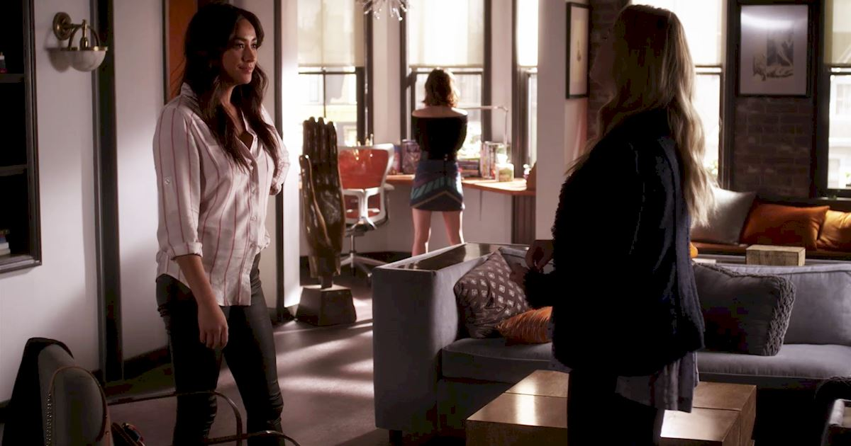 Pretty Little Liars - We're Obsessed With Emily's Fall Fashion In Episode 5!  - 1003