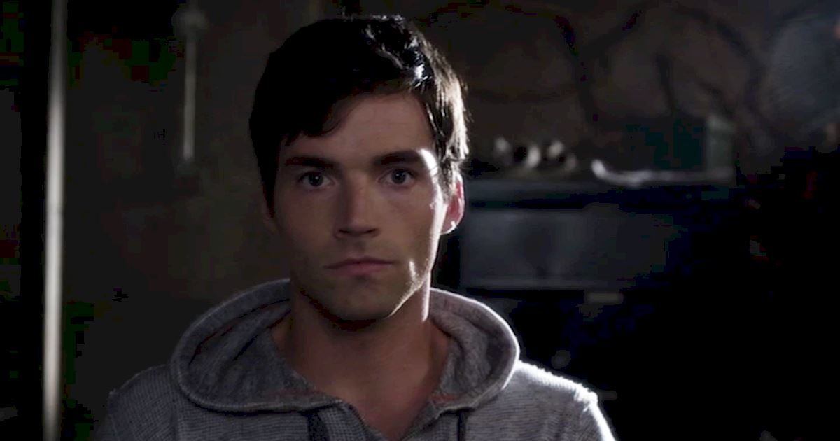 Pretty Little Liars - OMG! We've Waited Six Years For This Ezria Proposal, Get All The Details Right Here!  - 1011