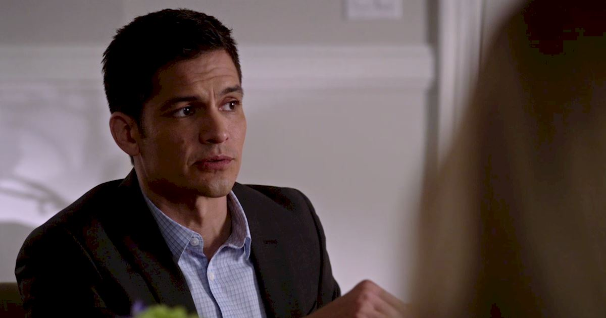 Pretty Little Liars - Could Elliott Still Be Alive? Watch The Latest Trailer For Episode 6 Right Now! - 1002