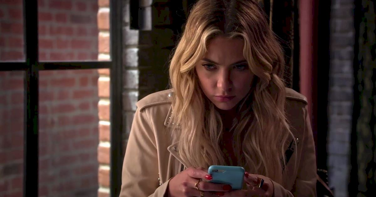 Pretty Little Liars - Surely Elliott Didn't Really Just Call Hanna From Beyond The Grave?!  - 1006