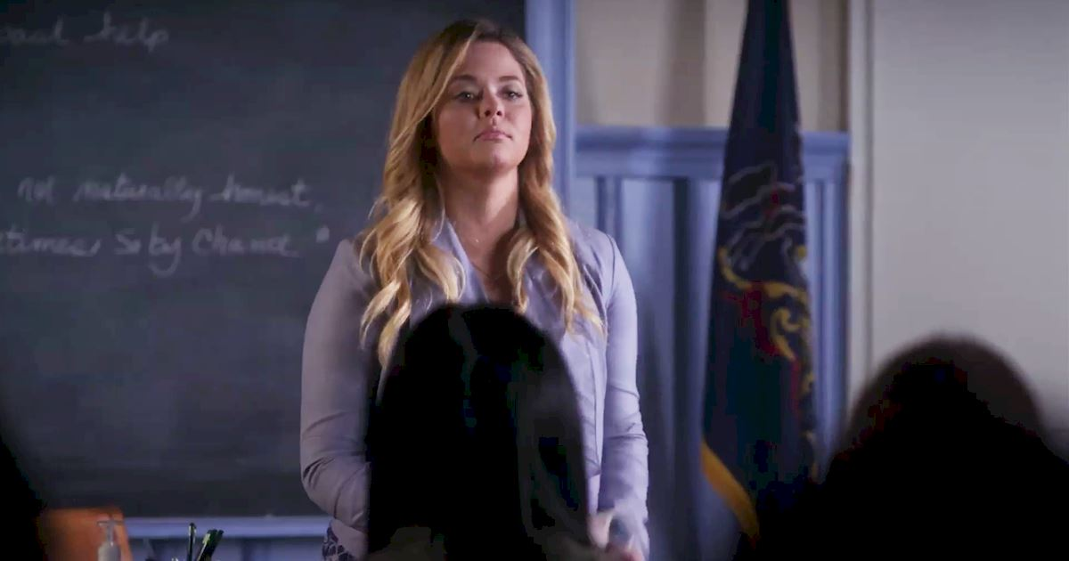 Pretty Little Liars - Check Out Alison's Dramatic Return to School In This Episode 8 Sneak Peek! - 1003
