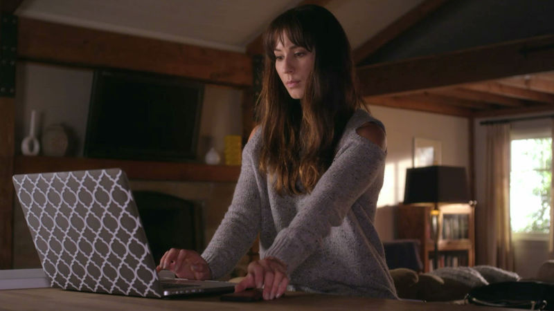 Pretty Little Liars - Spencer Rocks A Super Flattering Look In Episode 8. Find Out All The Details Here! - Thumb
