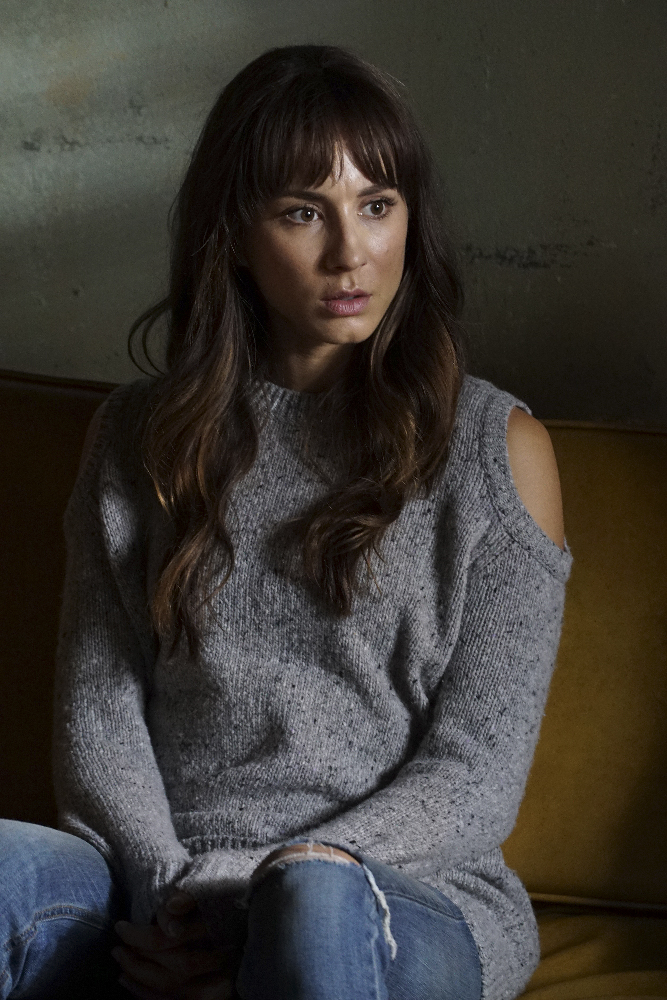 Pretty Little Liars - Spencer Rocks A Super Flattering Look In Episode 8. Find Out All The Details Here! - 1003
