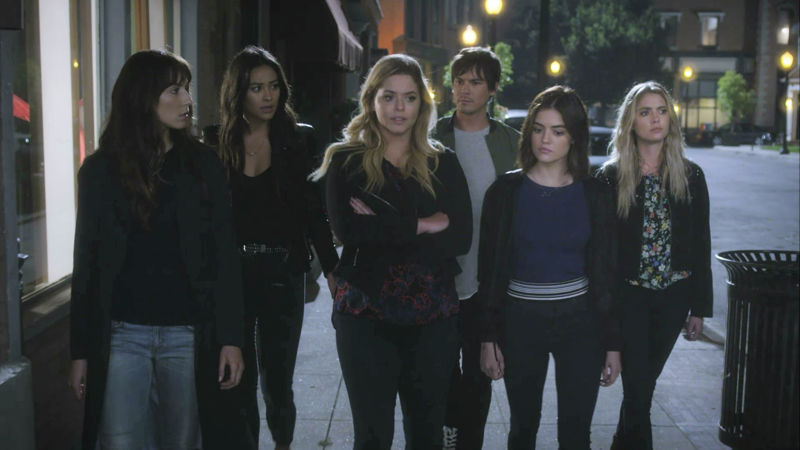 Pretty Little Liars - 15 Things You Have To Deal With When You're Friends With The Liars! - Thumb