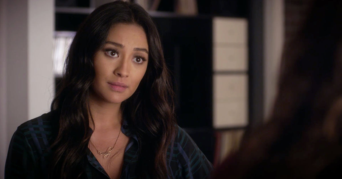 Pretty Little Liars - We're All About The Liars' Necklaces In Episode 9! Can You Pick A Favorite? - 1008