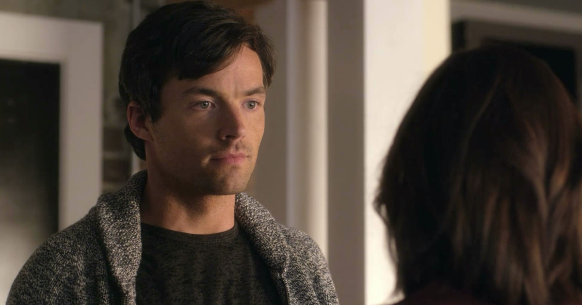 Pretty Little Liars - Nicole Isn't Coming Home So Can Ezria Just Say 'I Do' Already?! - 1014