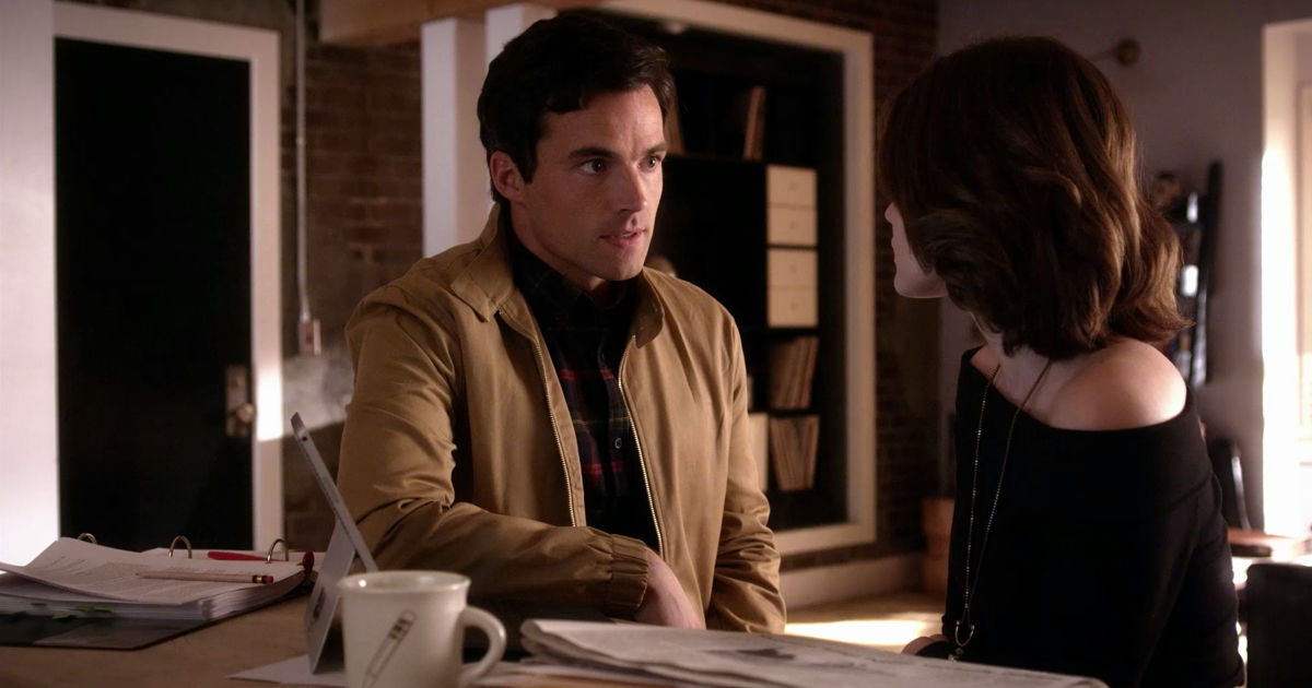 Pretty Little Liars - Nicole Isn't Coming Home So Can Ezria Just Say 'I Do' Already?! - 1004