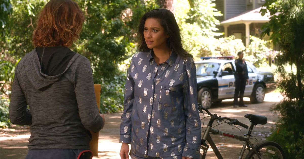 Pretty Little Liars - OMG! Check Out The 32 Crazy Things We Learned From The Epic PLL Summer Finale - 1019