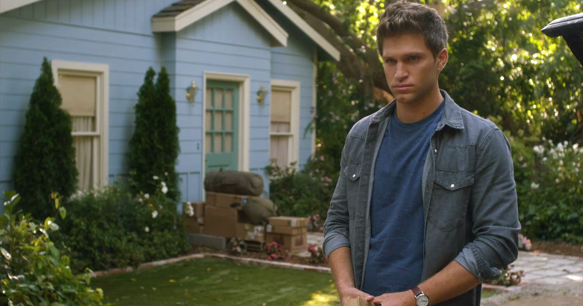 Pretty Little Liars - 20 Things You Might Have Missed From The PLL Summer Finale! - 1012