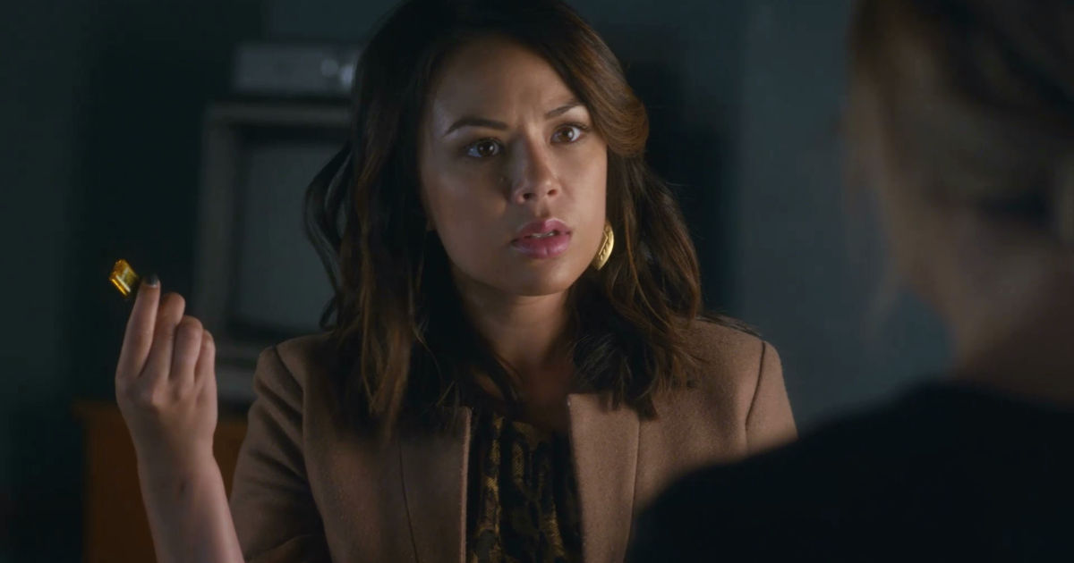 Pretty Little Liars - Noel Escapes Under Mona's Watch! Is Miss Vanderwaal Up To Her Old Tricks Again? - 1001