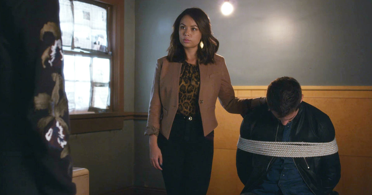 Pretty Little Liars - Noel Escapes Under Mona's Watch! Is Miss Vanderwaal Up To Her Old Tricks Again? - 1002