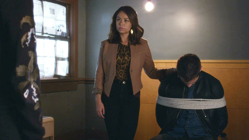 Pretty Little Liars - Noel Escapes Under Mona's Watch! Is Miss Vanderwaal Up To Her Old Tricks Again? - Thumb