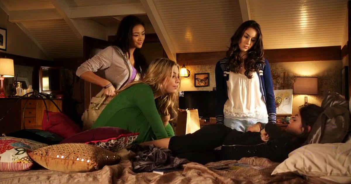Pretty Little Liars - 17 Reasons The Pretty Little Liars Were #FriendshipGoals In Season 1! - 1005