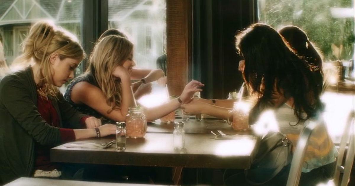 Pretty Little Liars - 17 Reasons The Pretty Little Liars Were #FriendshipGoals In Season 1! - 1003
